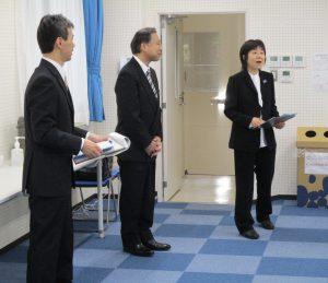 来賓控室に挨拶に来られた(左から)後藤副校長、佐藤校長、藤野副校長