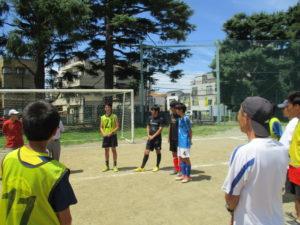 中学の30期代・40期代のOBたち、中学生たちとサッカーで汗しました。