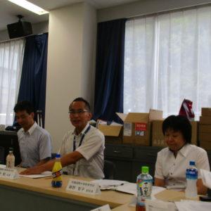 (左から)後藤副校長、荻野校長、藤野副校長