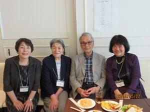 女子生徒に囲まれてゴキゲンな相澤先生