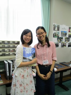 早川さん(右)と同窓生
